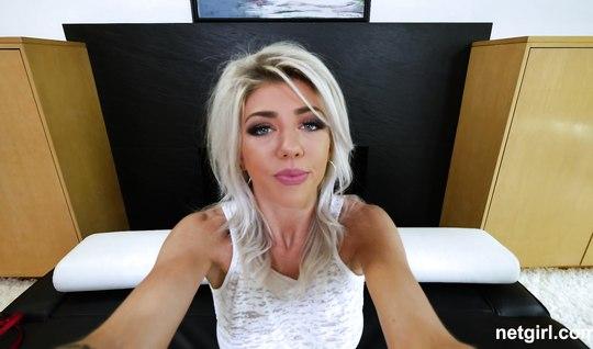 Блондинке пришлось лизать жопу агенту на кастинге